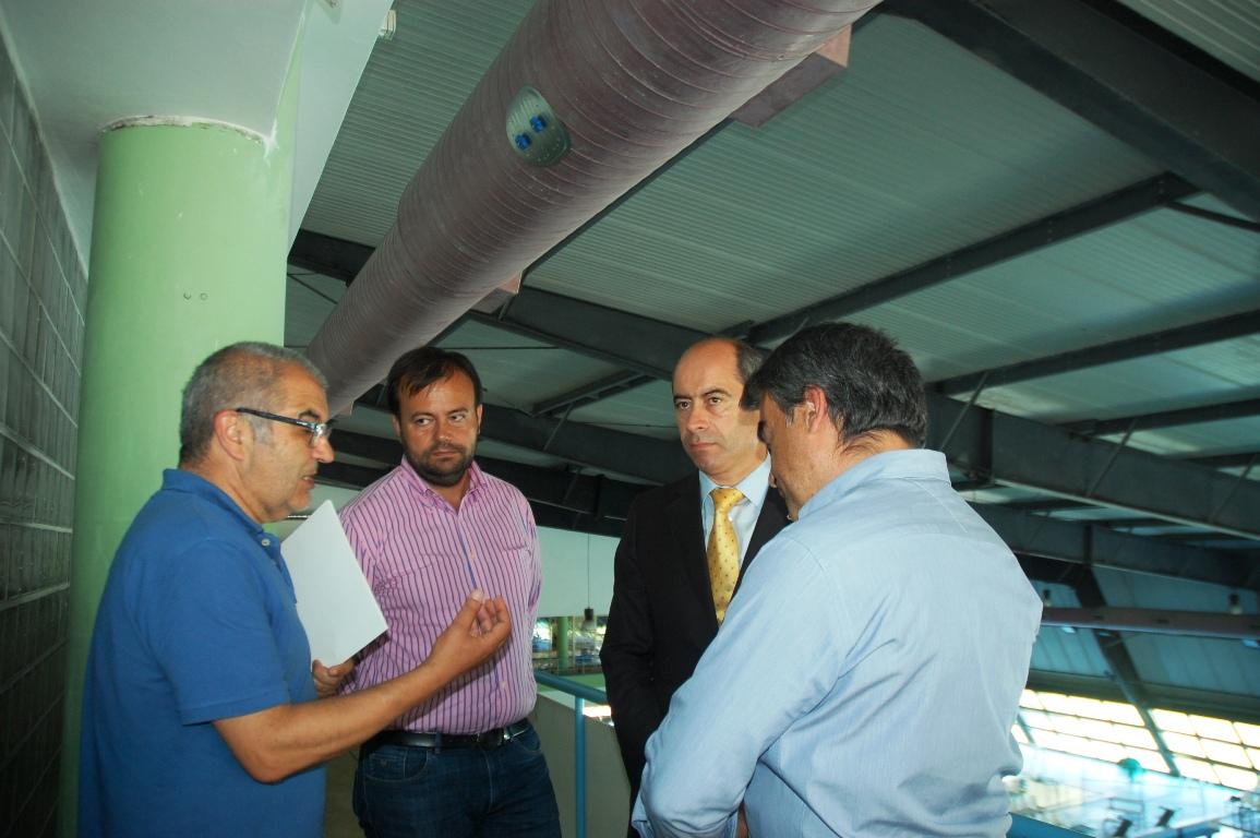 Membros do executivo, incluindo o presidente Inácio Ribeiro, visitaram as obras que decorrem nas piscinas de Felgueiras