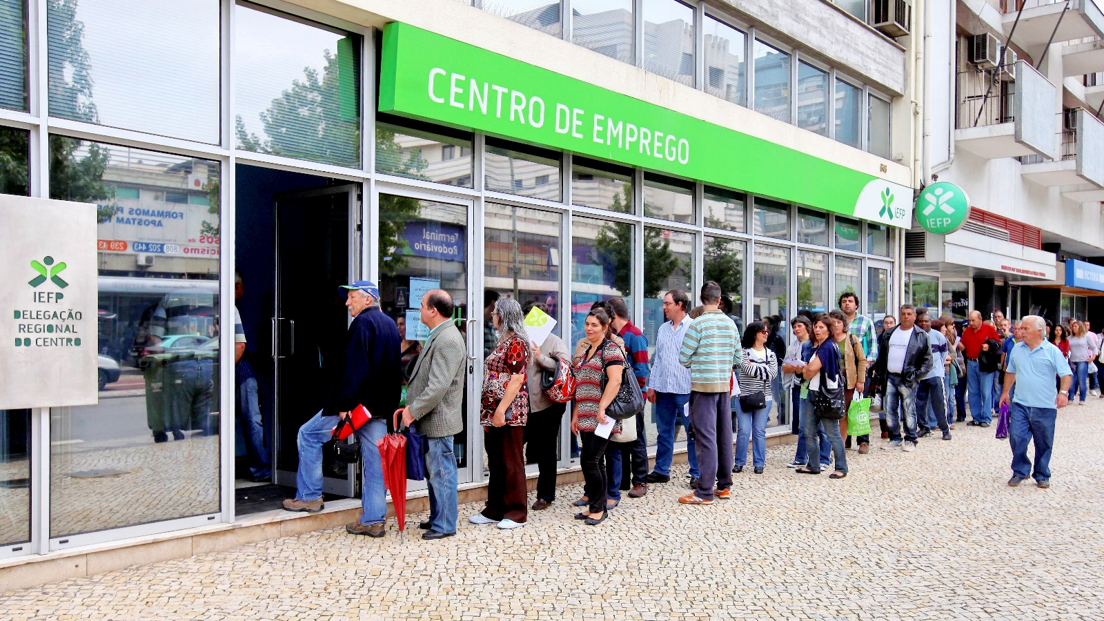 Número de desempregados inscritos em março sobe 3% homólogos e 8,9 ...