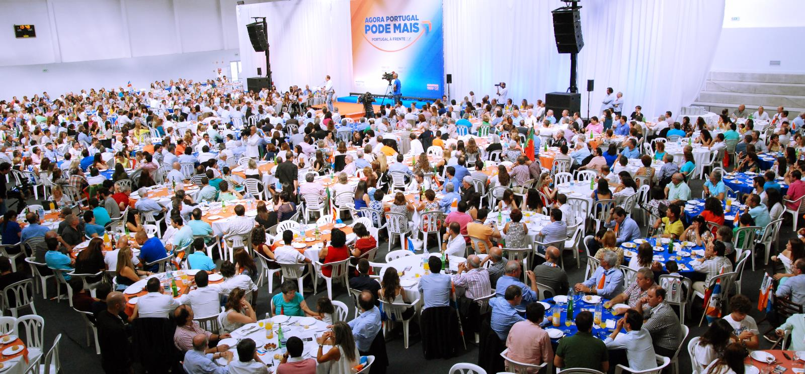Centenas de pessoas participaram hoje em Felgueiras no almoço de campanha | FOTO: Armindo Mendes