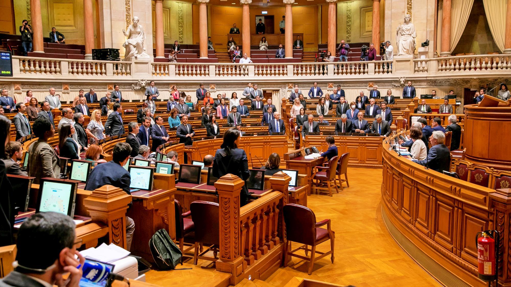 Resultado de imagem para Assembleia da República aprova declaração de estado de emergência