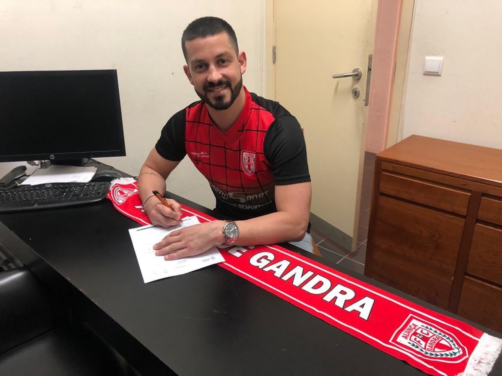 Pedro Maurício vai continuar a marcar golos ao serviço do Aliança Gandra